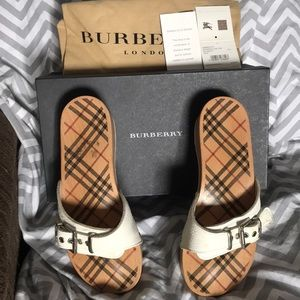 BURBERRY Size 7 slides
